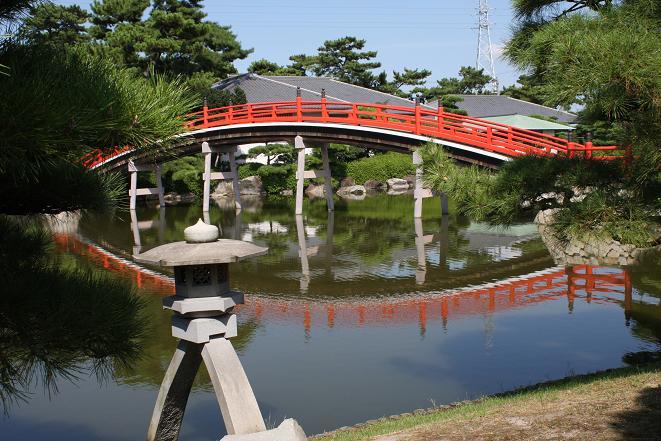 石灯籠と太鼓橋.jpg