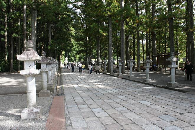 高野山石灯籠.JPG