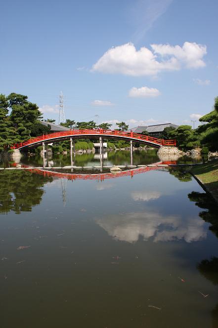 池と太鼓橋.jpg